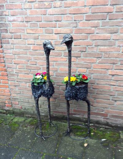 Pretex_struisvogel_buiten_tuin_metaal_plantenbak